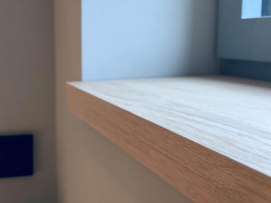 Kleine Holzfensterbank im Gästebad • Zuschnittprofi.de